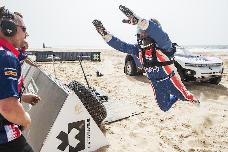 Kyle Leduc (USA), Segi TV Chip Ganassi Racing, takes a dive after his lap