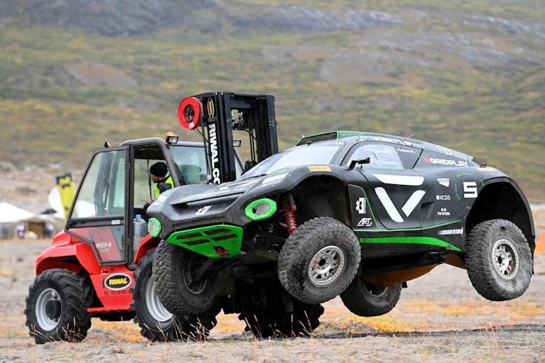 Emma Gilmour (NZL)/Stephane Sarrazin (FRA), Veloce Racing damaged car
