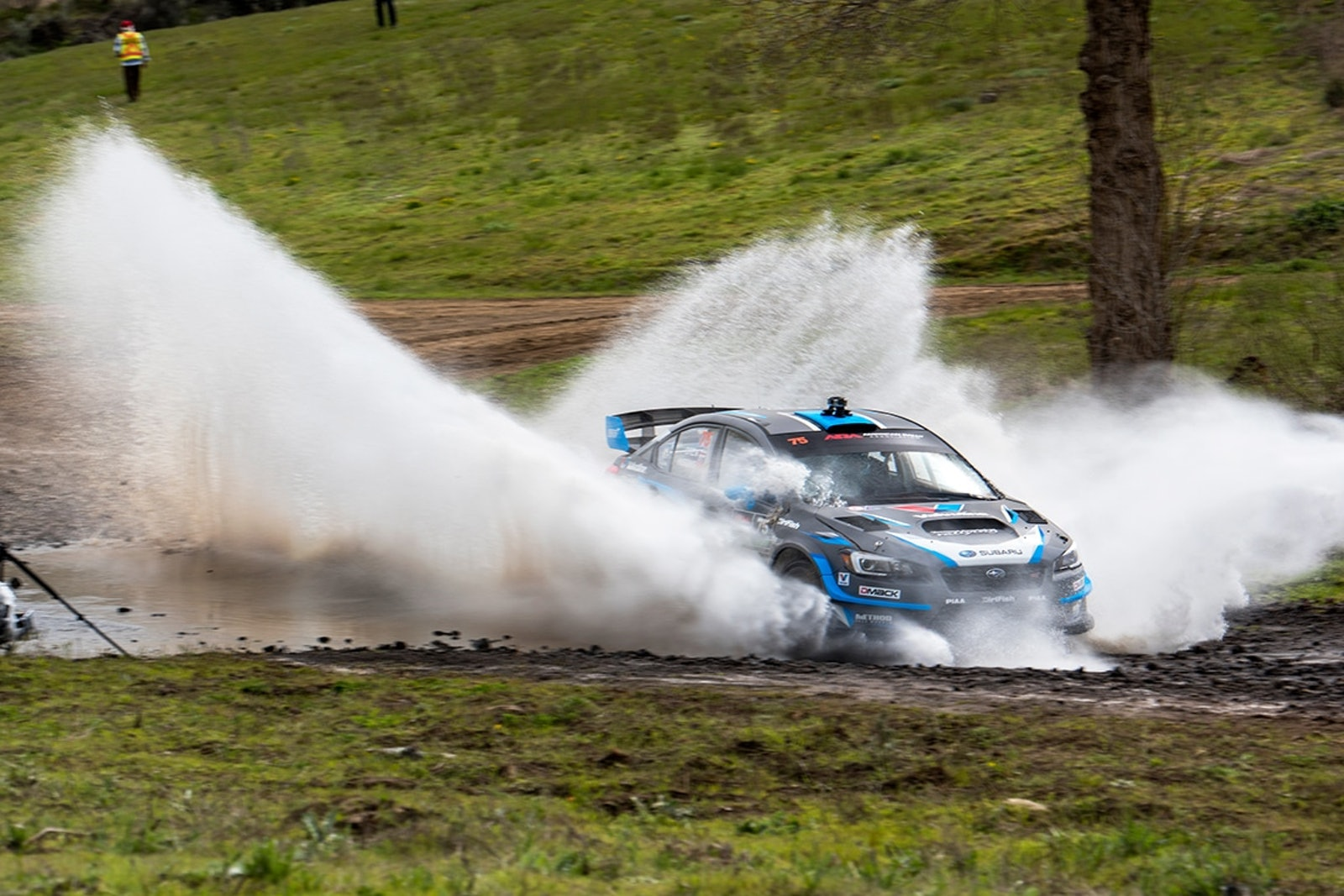 David_Higgins_blasts_through_a_water_splash_at_the_Oregon_Trail_Rally