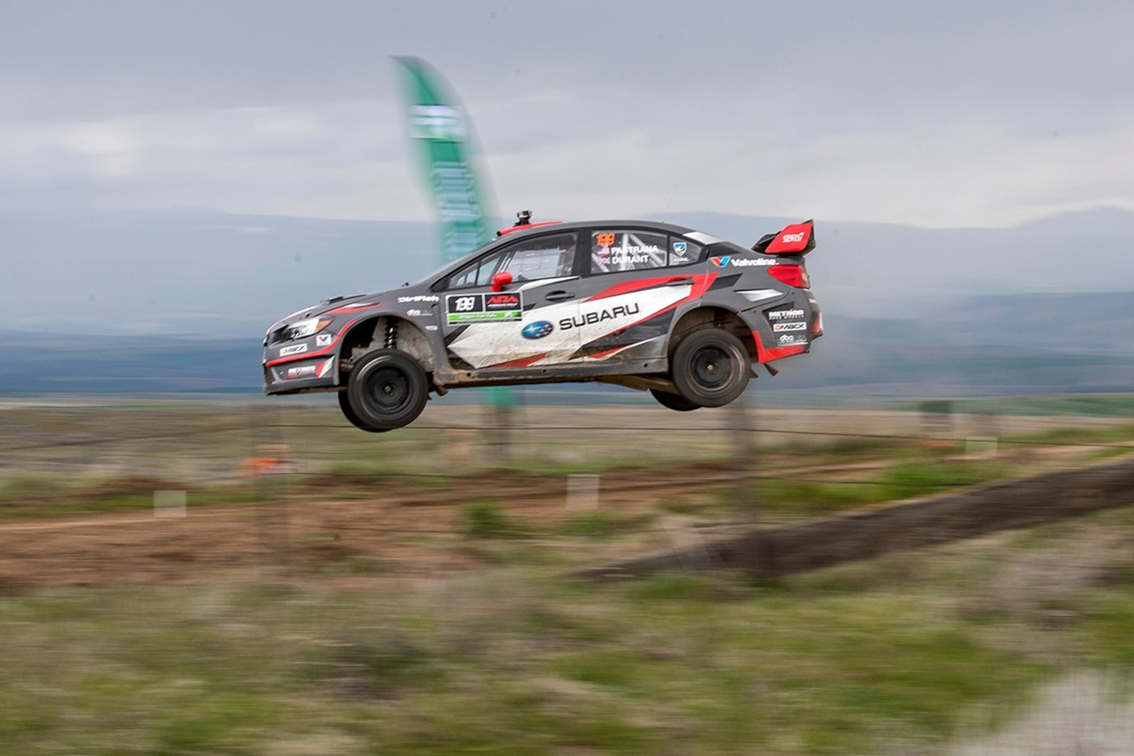 Pastrana_gets_airborne_at_the_Oregon_Trail_Rally.jpg