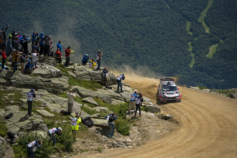 Travis_Pastrana_slides_to_victory_and_a_new_record_time_at_the_Mt_Washington_Hillclimb__photoBH
